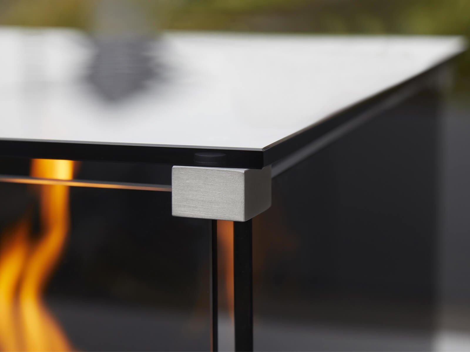feuersäule-mit-glasplatte-zur-wärmeabstrahlung