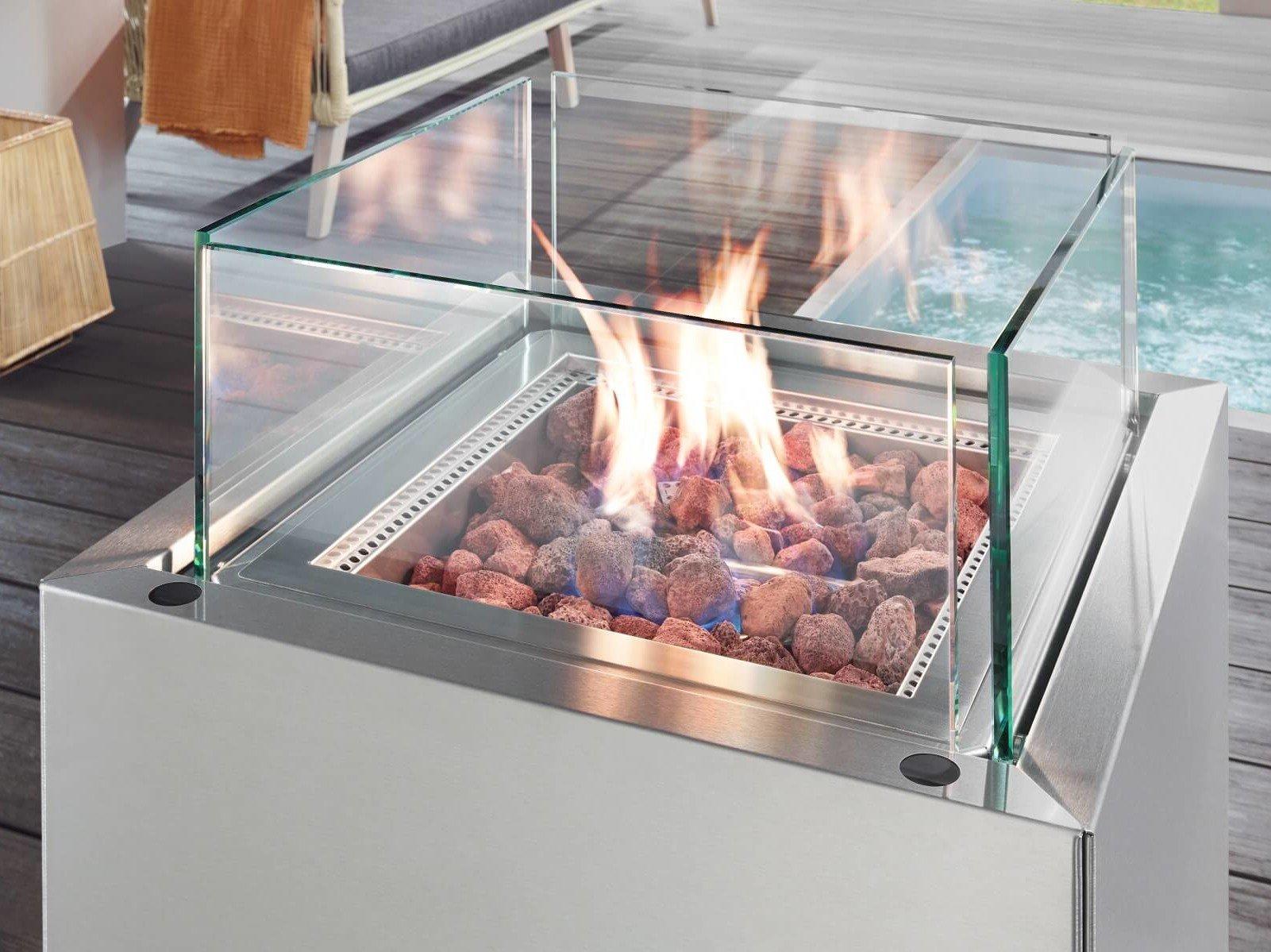 feuerstelle-aus-hochwertigem-edelstahl-mit-schutz-aus-klarglas