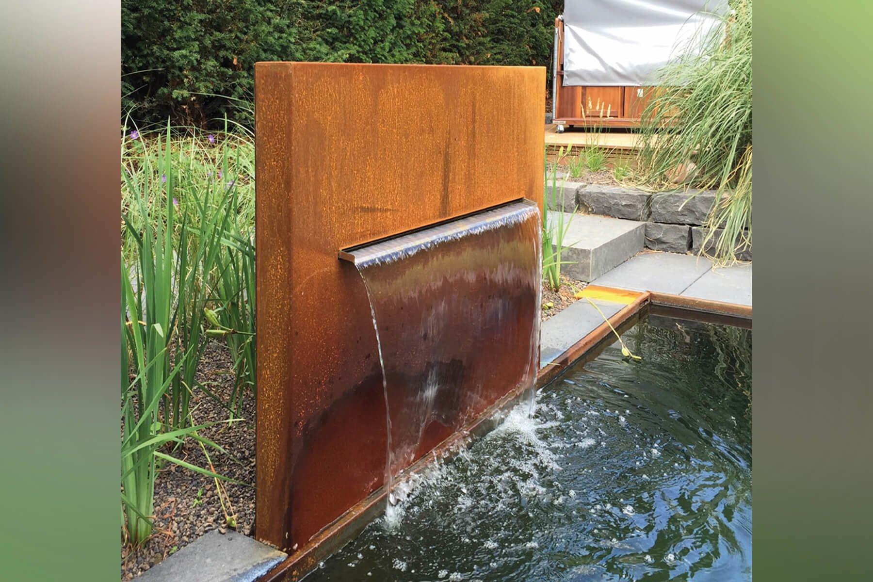 wasserbrunnen-aus-cortenstahl-ideal-als-wasserspender-fuer-wasserbecken-im-garten