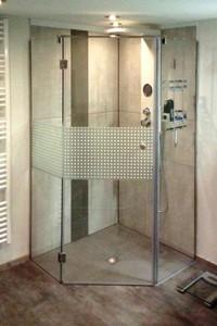 Duschwand fünfeckig mit einer Tür und zwei Festteilen