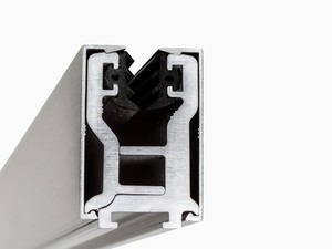 Klemmprofil als Wandbeschlag aus Aluminium in Hochglanz