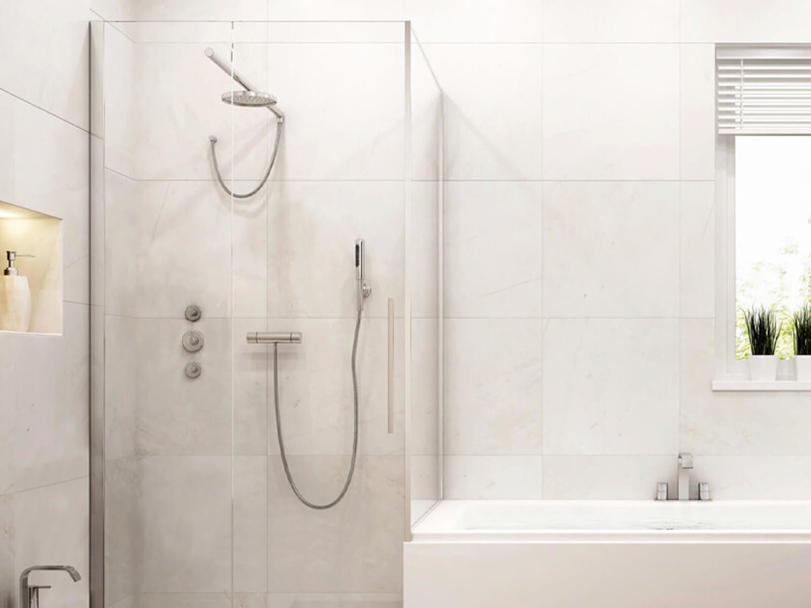 Dusche neben Badewanne aus 8 mm ESG
