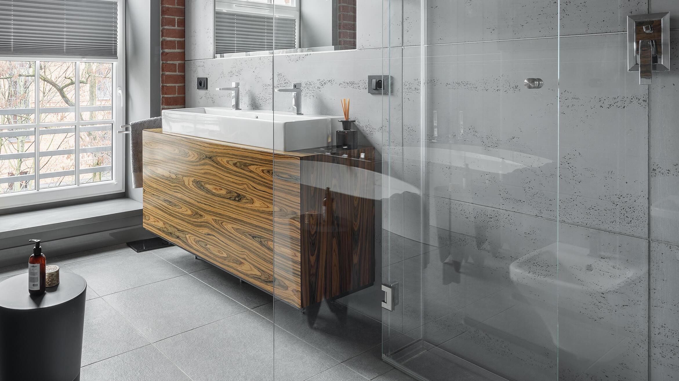 Bodengleiche Walk-in-Dusche aus 8mm Klarglas