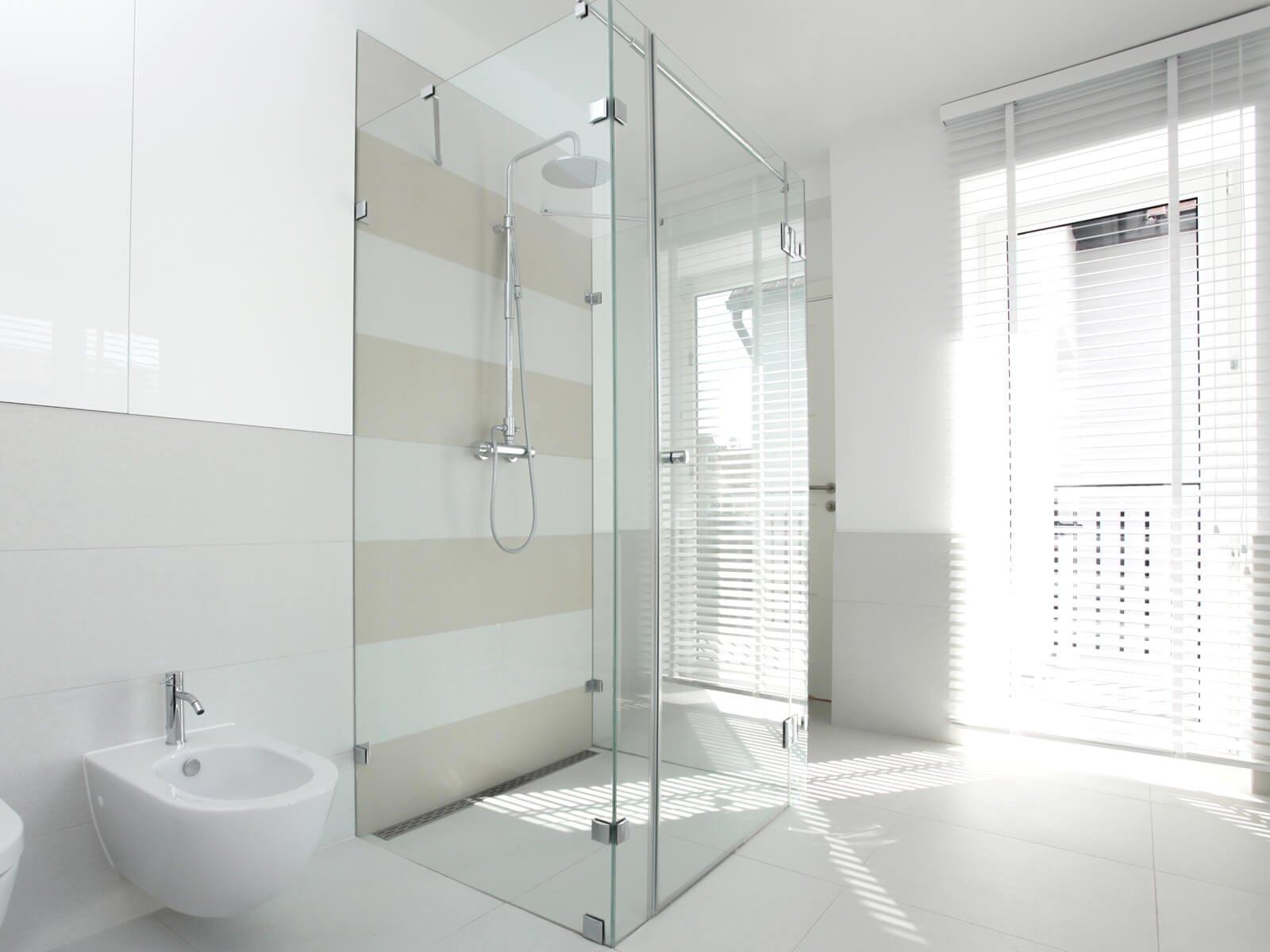 Duschkabine Glas U-Form mit drei Festteilen und einer Tür