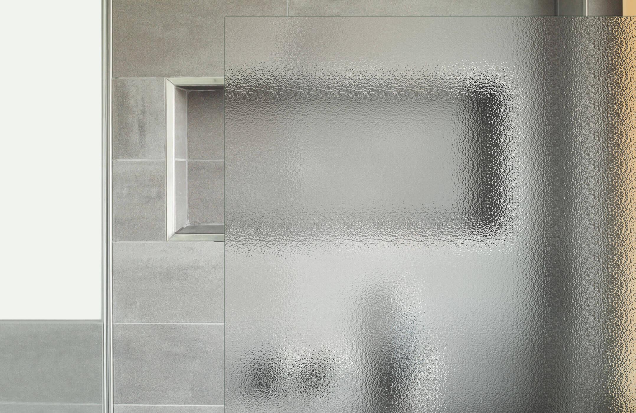 strukturieres_glas_bei_einer_dusche