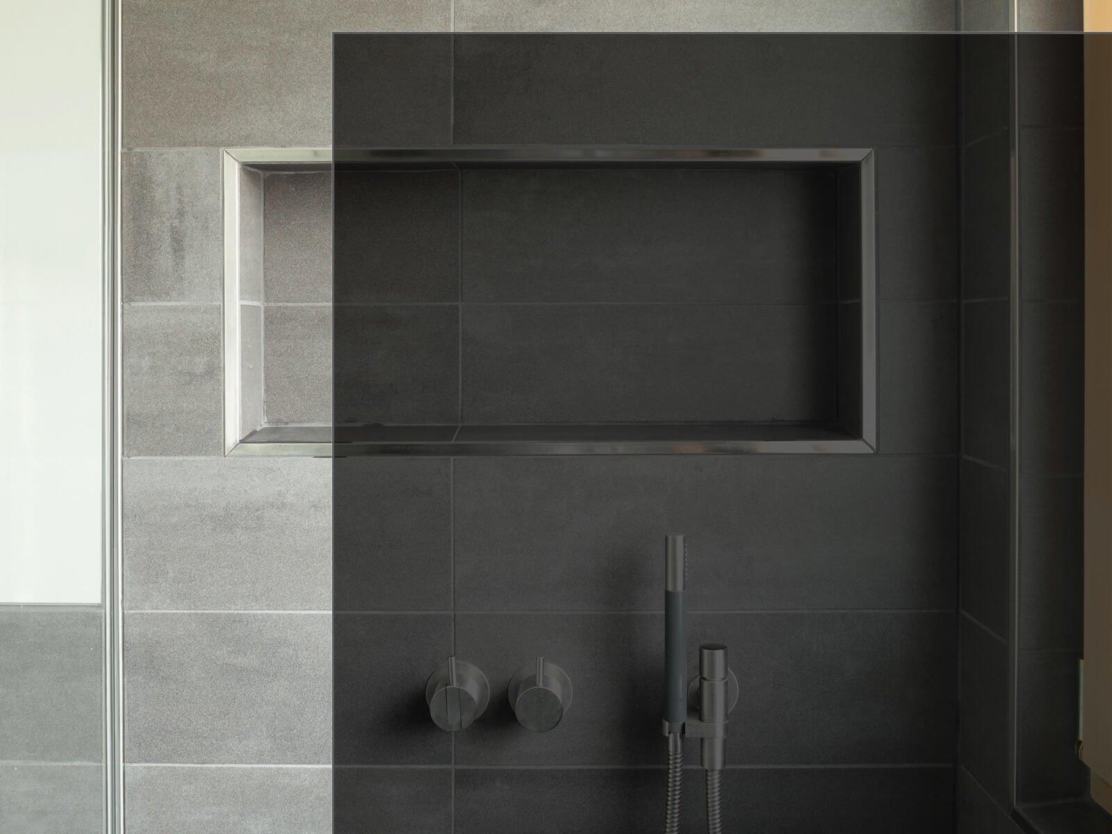 Dusche mit 8 mm dunkelgrauem Glas