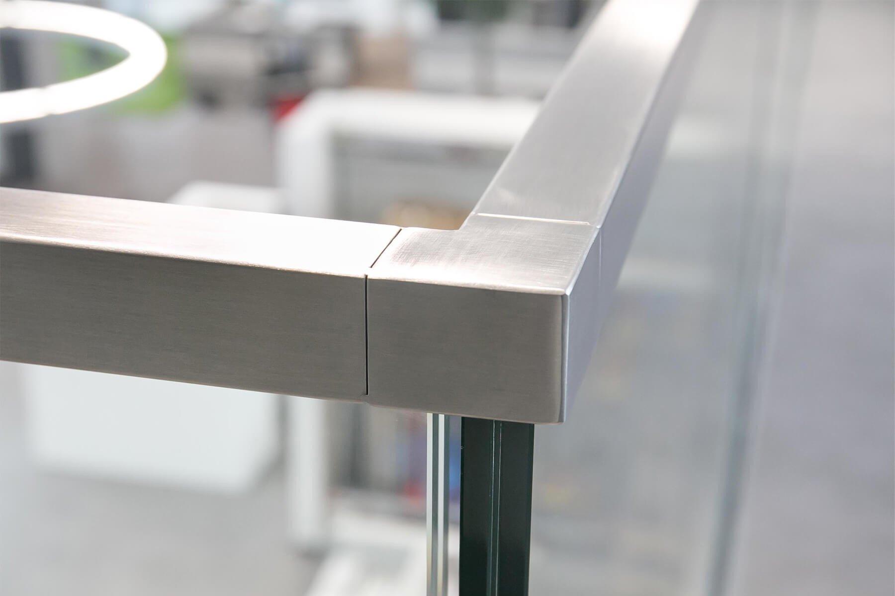 Hochwertiger Handlauf aus Edelstahl für Glasgeländer