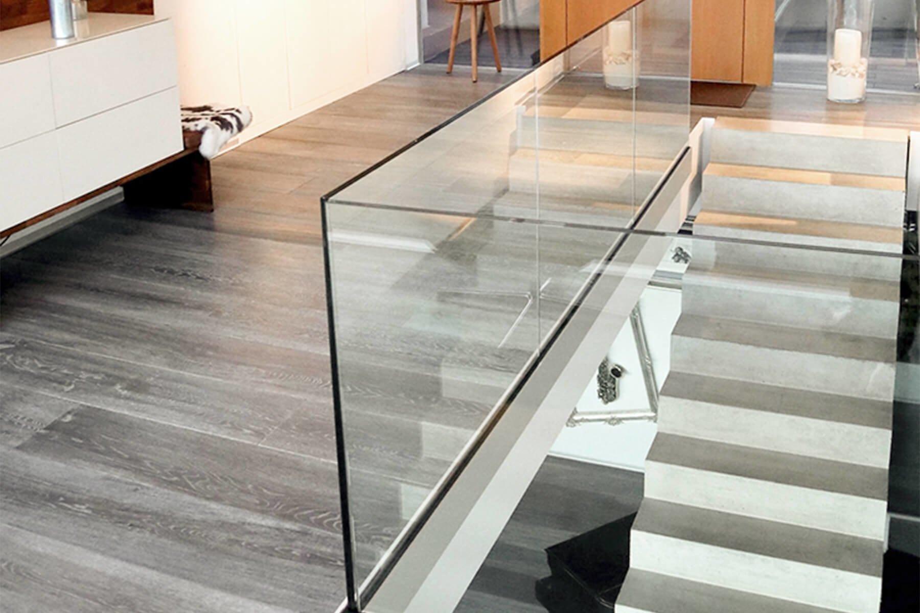 Geländer aus Glas ANTE für Galerie und Empore Individuell nach Maß für jede Einbausituation