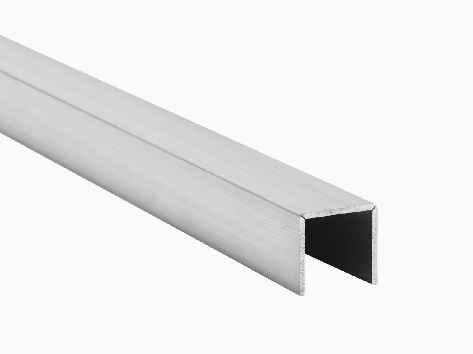 Kantenschutz für Glasgeländer FORMAL schützt vor Delaminierung und Stoß in Edelstahloptik