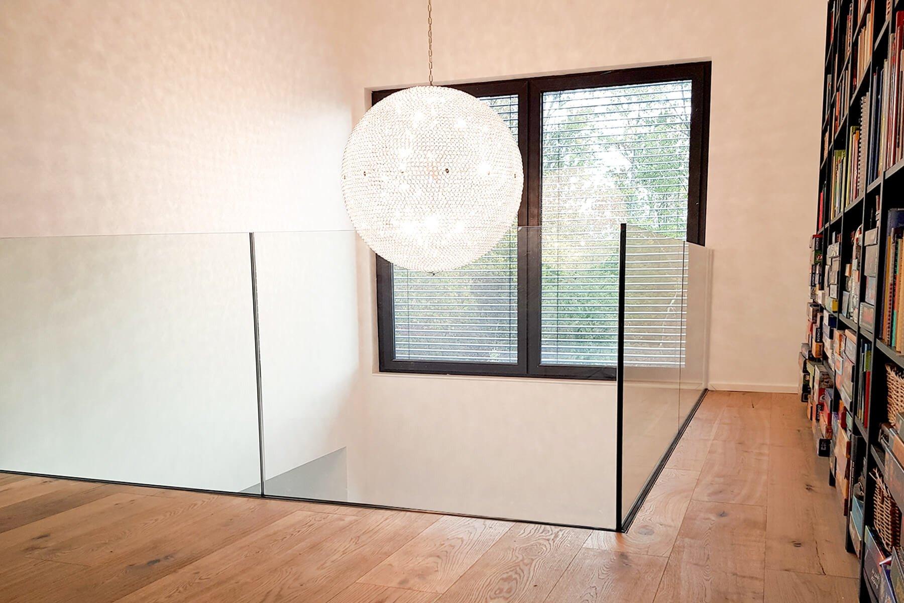 Reling aus Glas für Balkon oder Dachterrasse nach Maß Mit rundem Handlauf aus Edelstahl