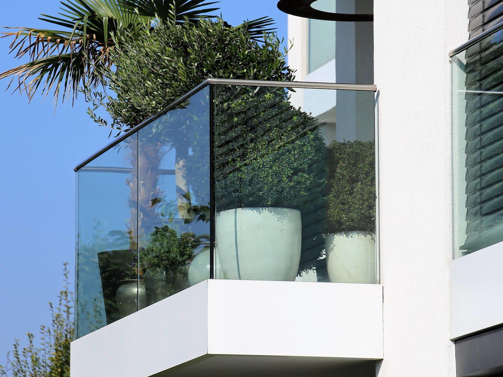 balkongelaender-baldosa-zur-stirnseitigen-montage-mit-flexibler-verblendung