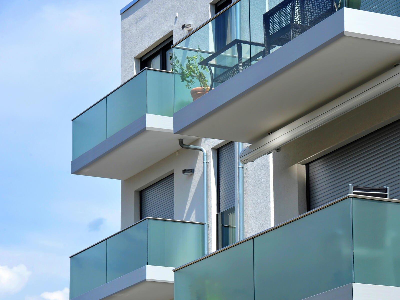 Glasgeleaender Baldosa vereint Sicherheit mit Design