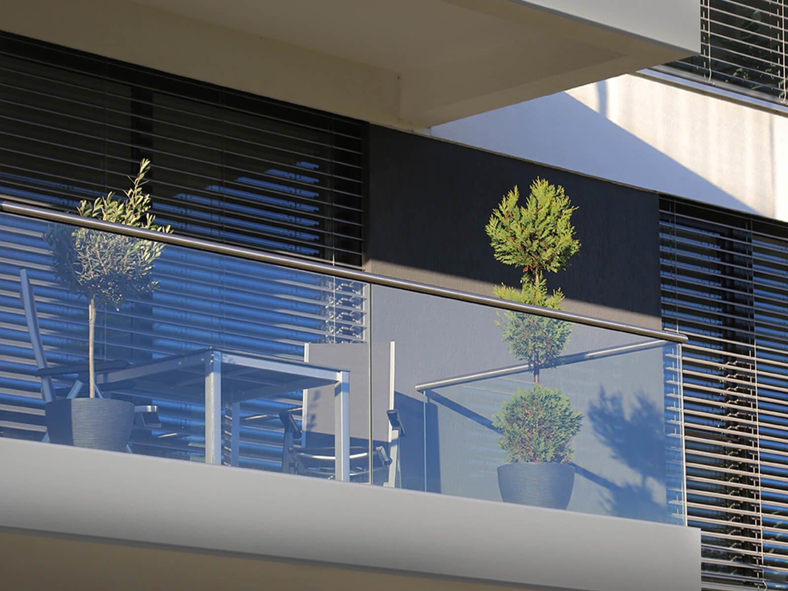 glasrailing-baldosa-hochwertige-verkleidung-der-balkonkante-individuelle-gestaltungsmoeglichkeiten