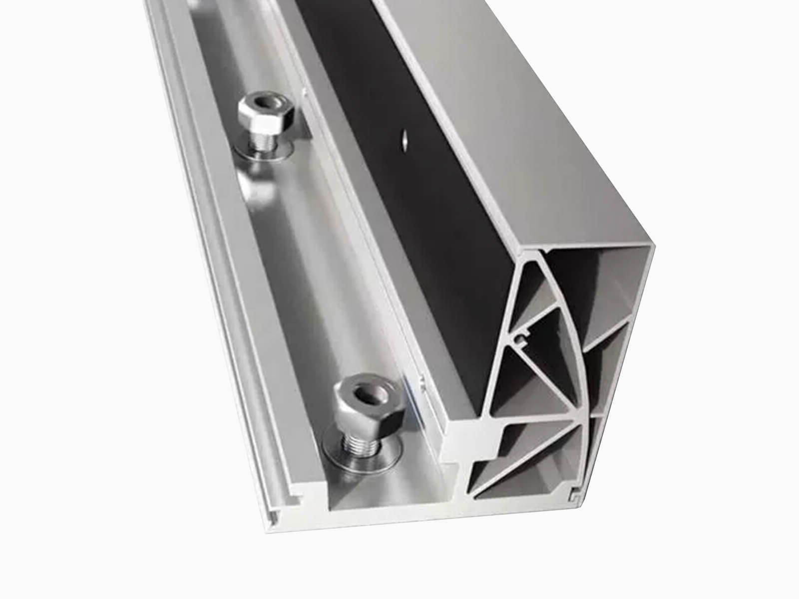 Befestigungsprofil aus Aluminium fuer Ganzglasbruestung CLIP individuell nach mass und Geschmack