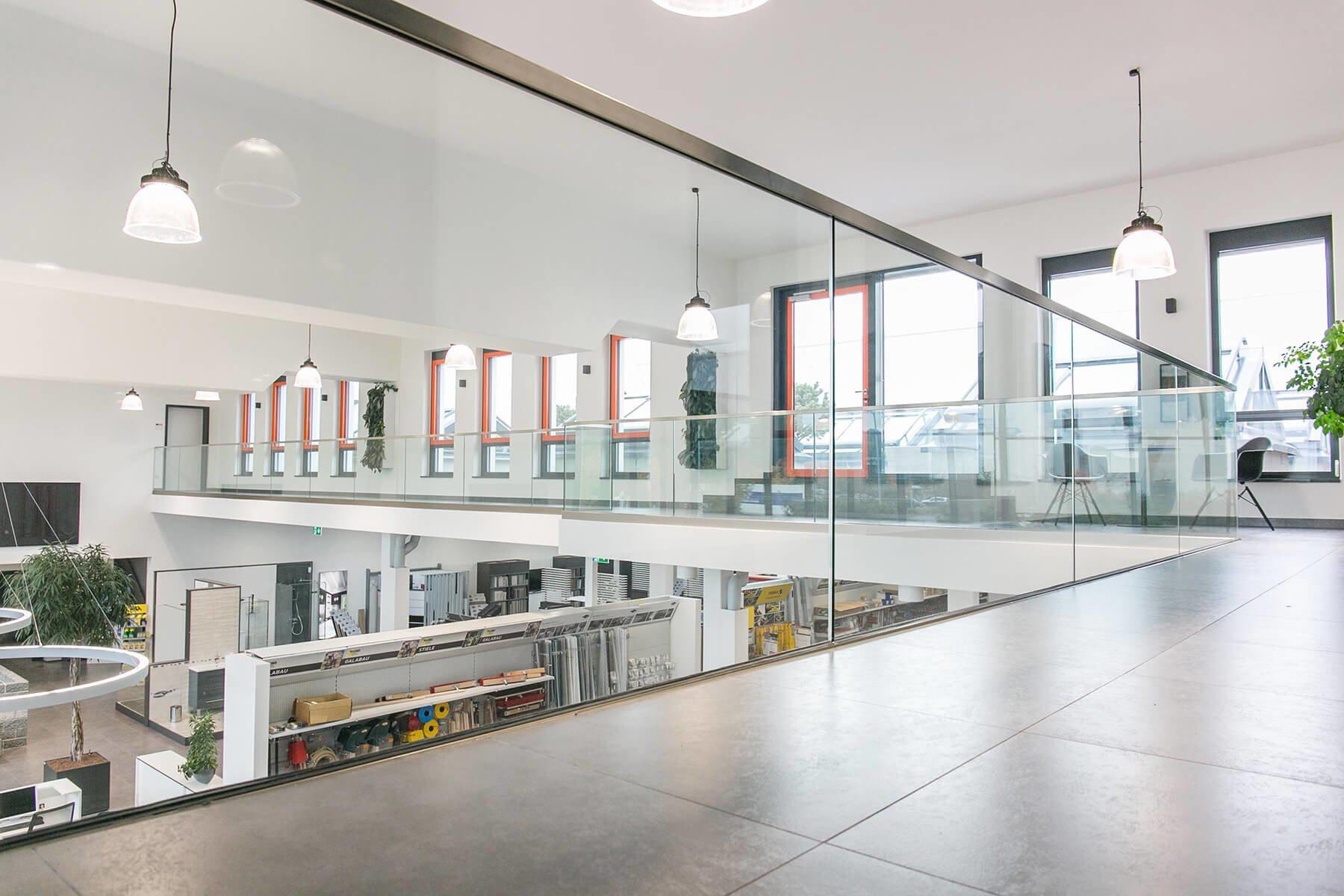 Glasbrüstung DELGADO individuell nach Maß hervorragende Qualität und Beratung