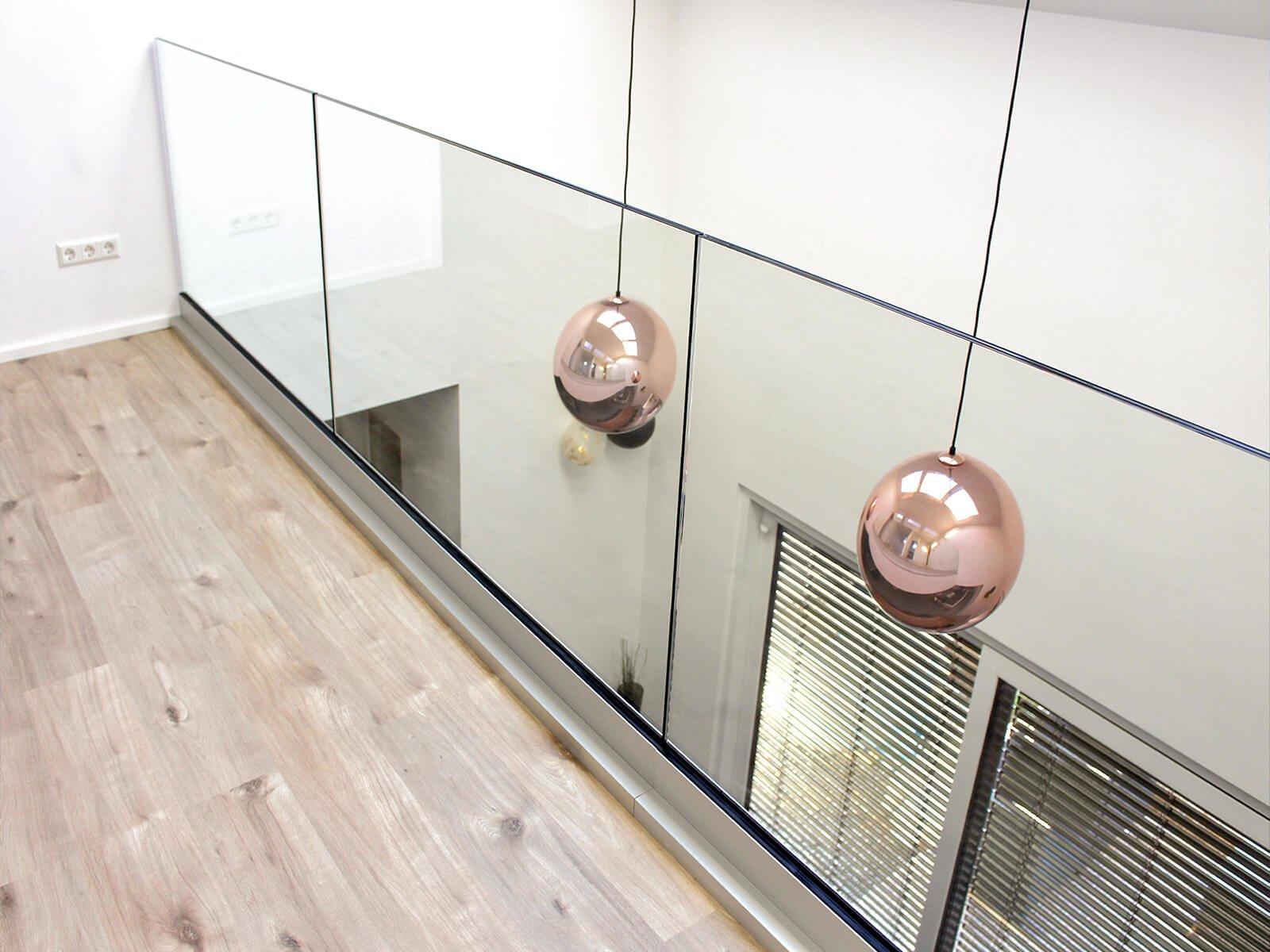 Glasgeländer DELGADO als moderne Absturzsicherung für den Innenbereich