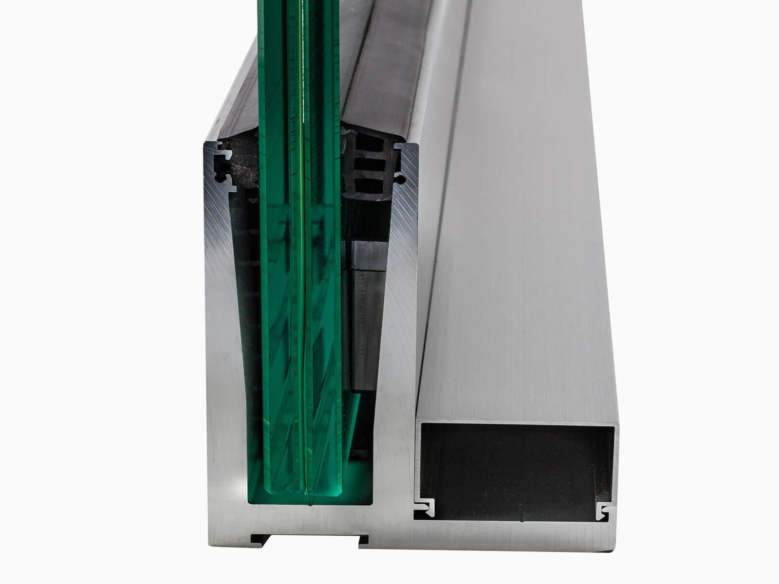 Schnittansicht der Glashalterung für das Brüstungssystem DELGADO