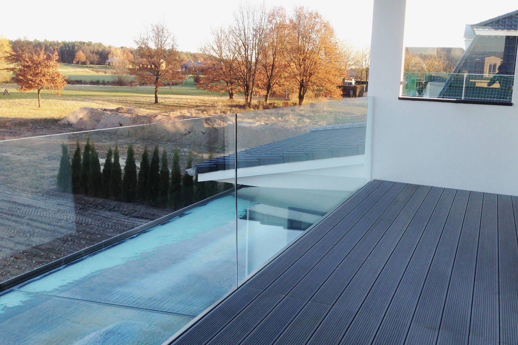 Aufgesetzte Glasbrüstung ideal als Absturzsicherung für Treppen modern und stilvoll