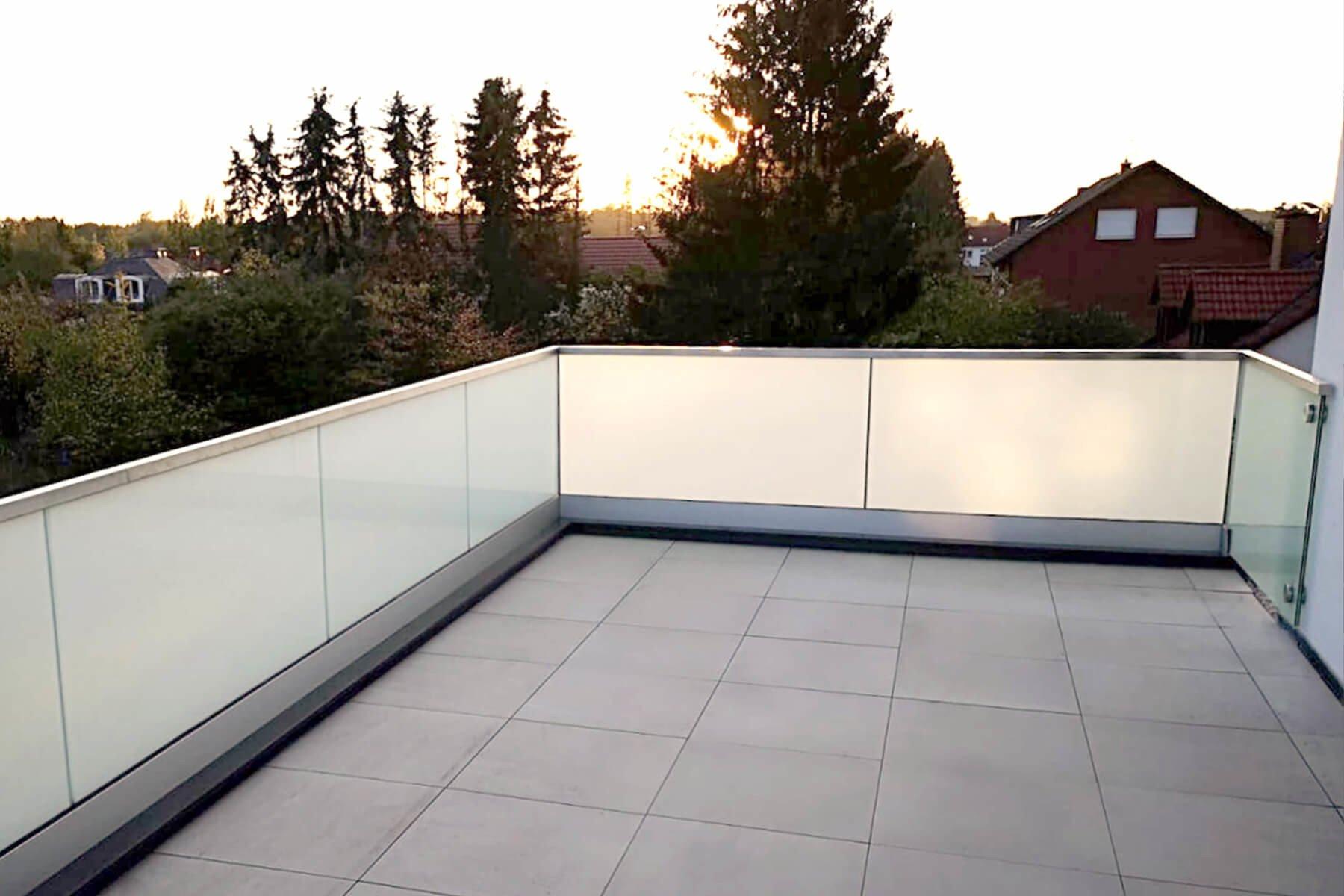 Geländer aus Glas FORMAL für Dachterrasse und Balkon individuell nach Maß für jede Einbausituation