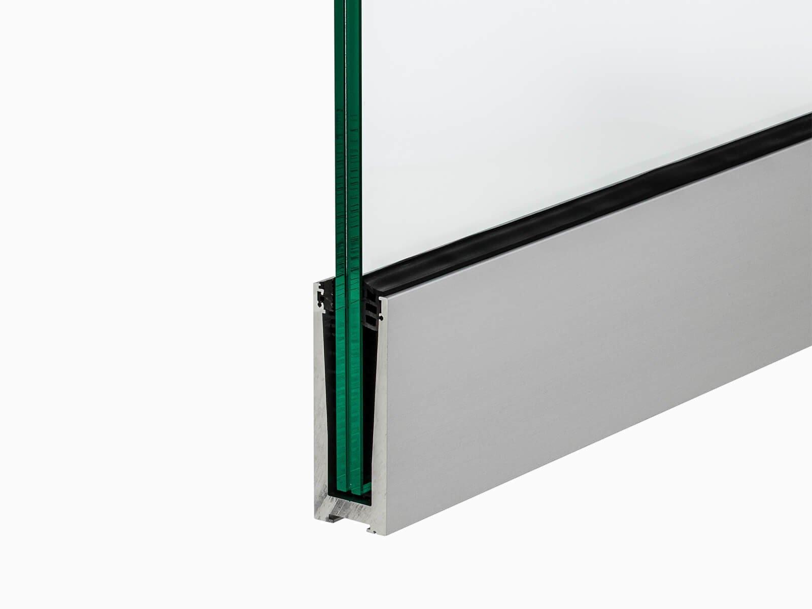 Schmales Brüstungsprofil zur aufgesetztes Montage platzsparende Montagefläche