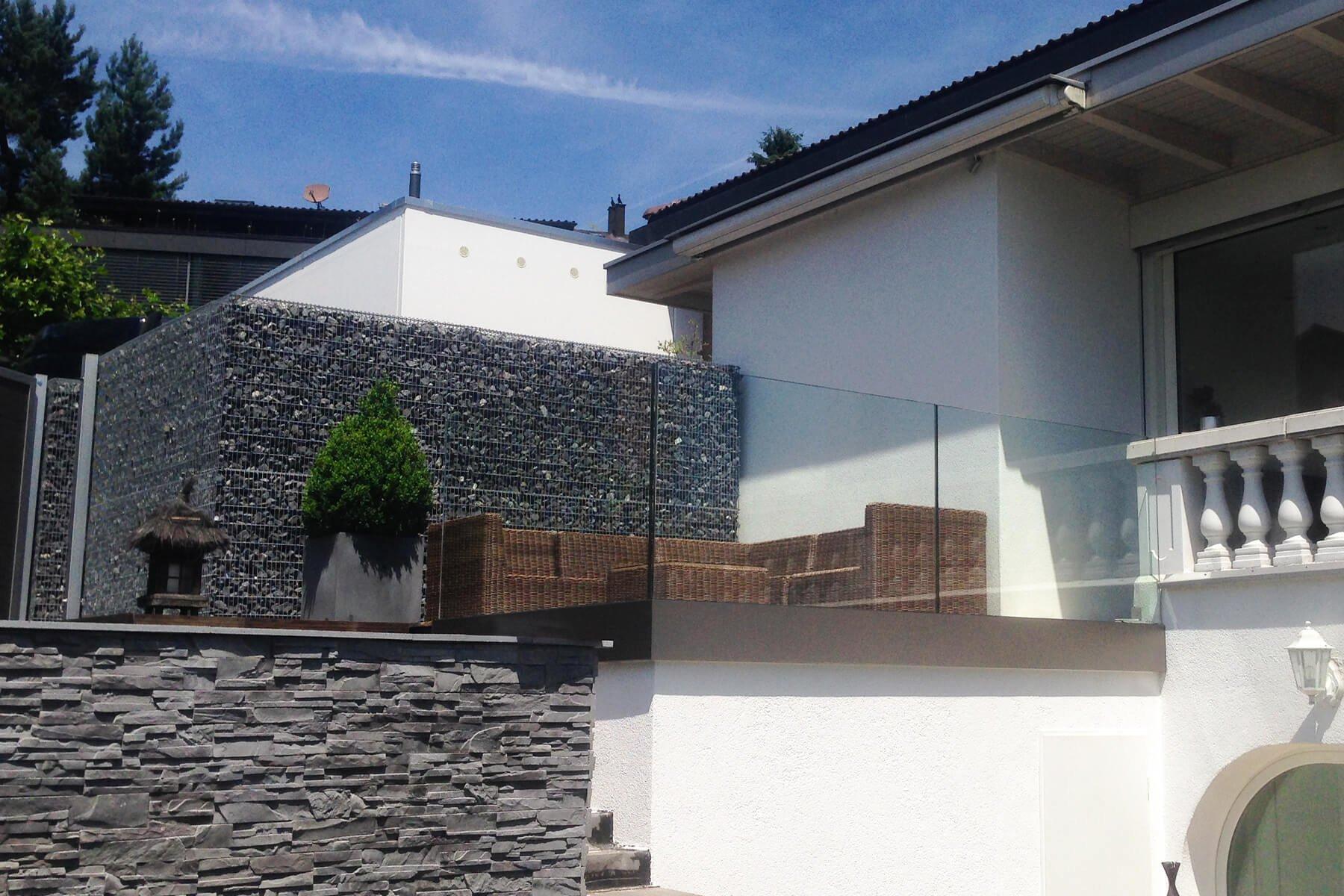 Maximale Verarbeitungsqulitaet Glasgelaender Variante ideal fuer den Garten und die Terrasse