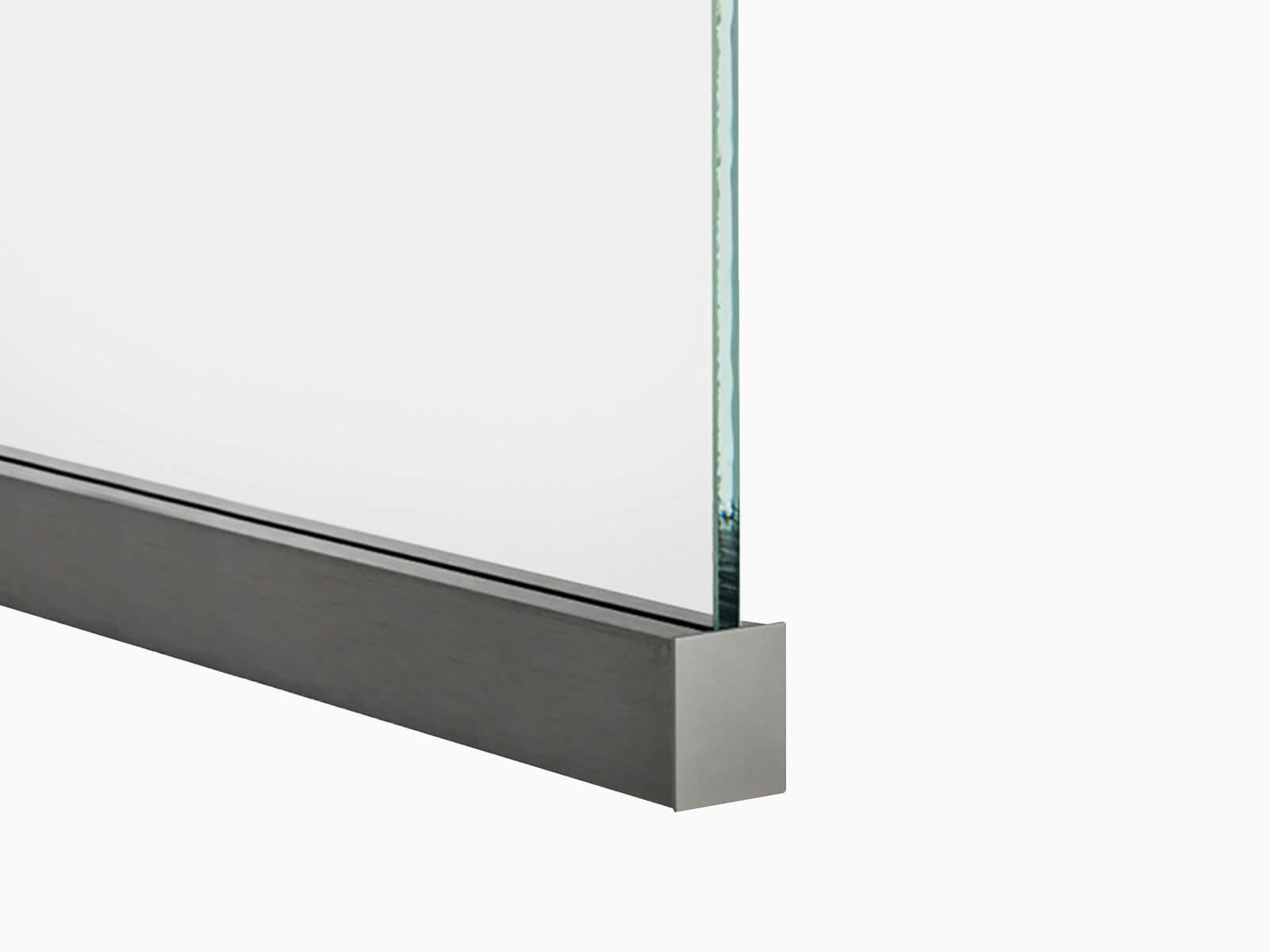 SLIM-Trennwand-Klemmprofil-mit-Endkappe-und-eingefasstem-Glas