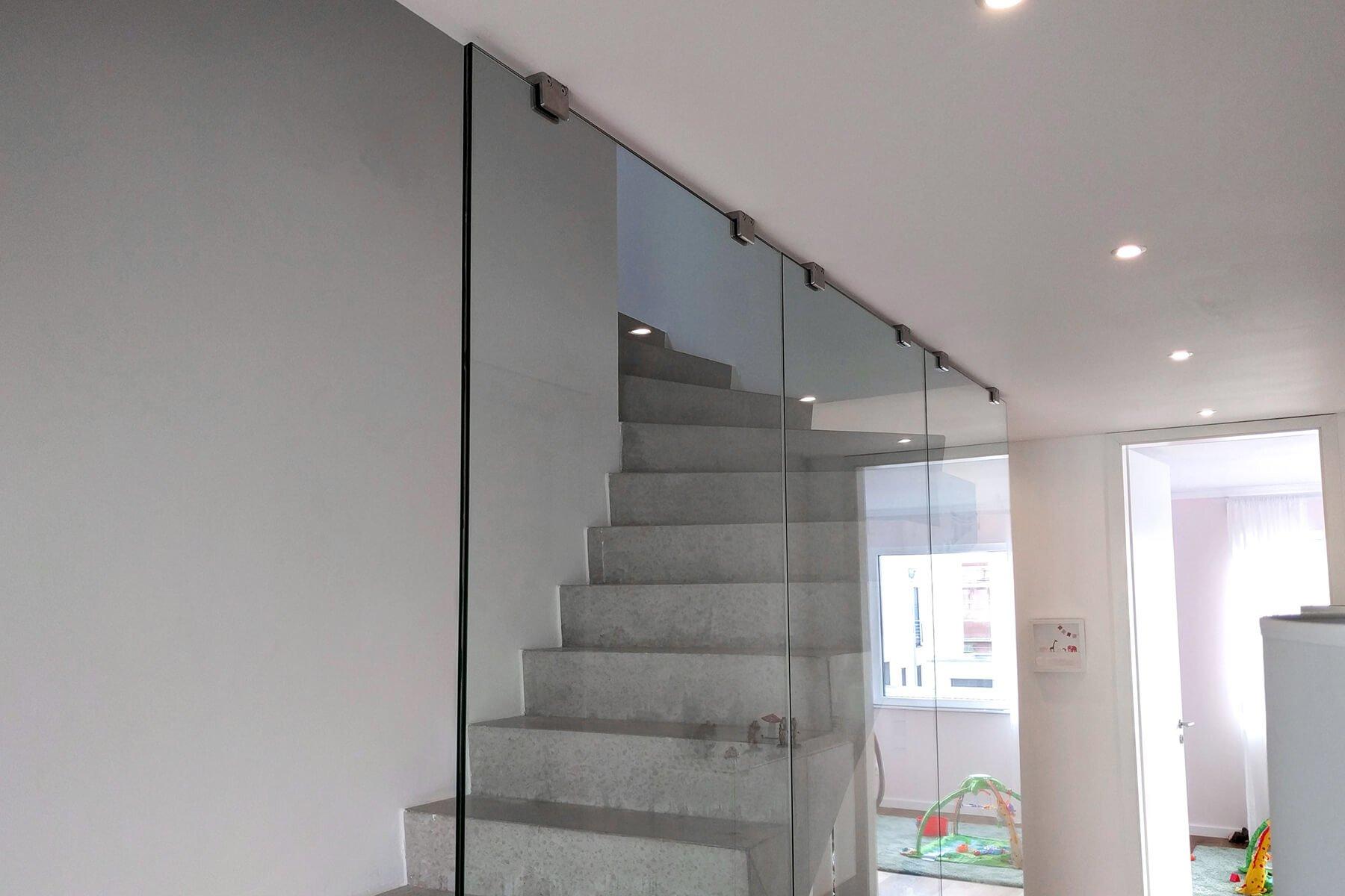 PUR Glastrennwand Treppenhaus