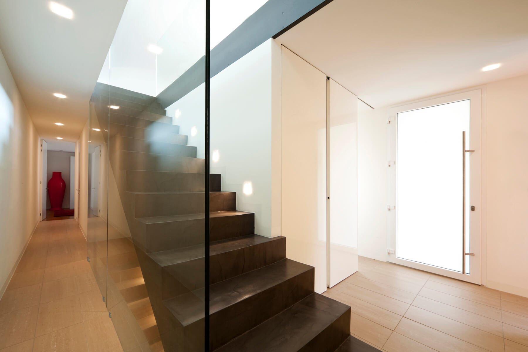 Treppe verglast mit Trennwand