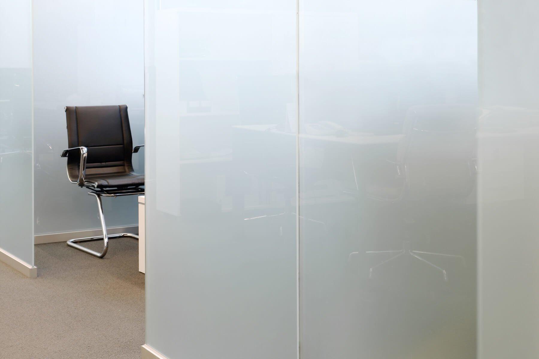 slim-trennwand-in-milchglas
