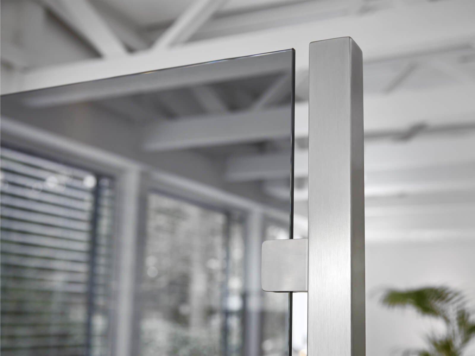 Glastrennwand mit Grauglas