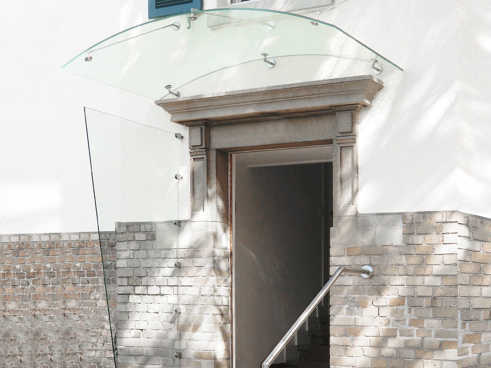 Arcata Rundbogenvordach mit Seitenteil