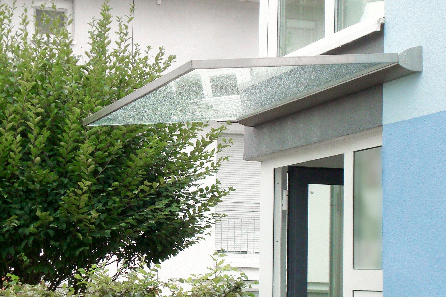 Überdachung freitragend Eingangsbereich