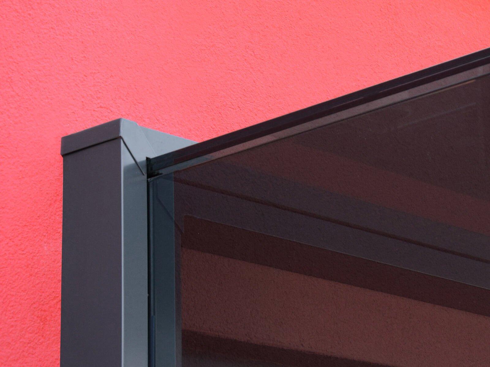 Profile Vordach mit Seitenteil modern