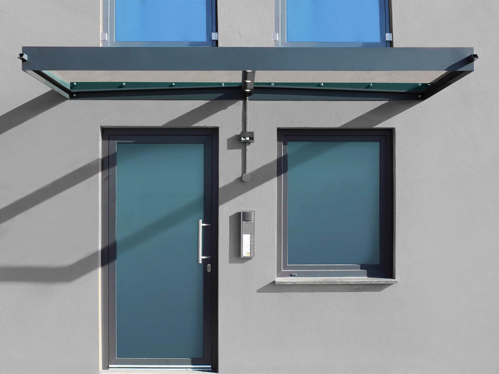 Vordach aus Stahl und Glas Ella