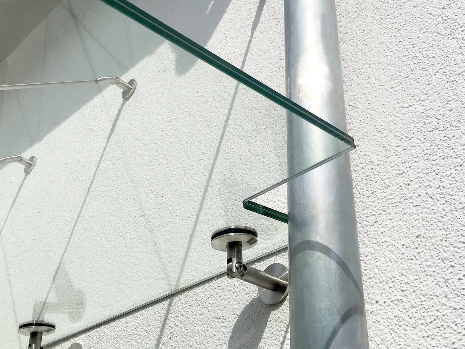 abgehängtes-vordach-mit-regenrohr