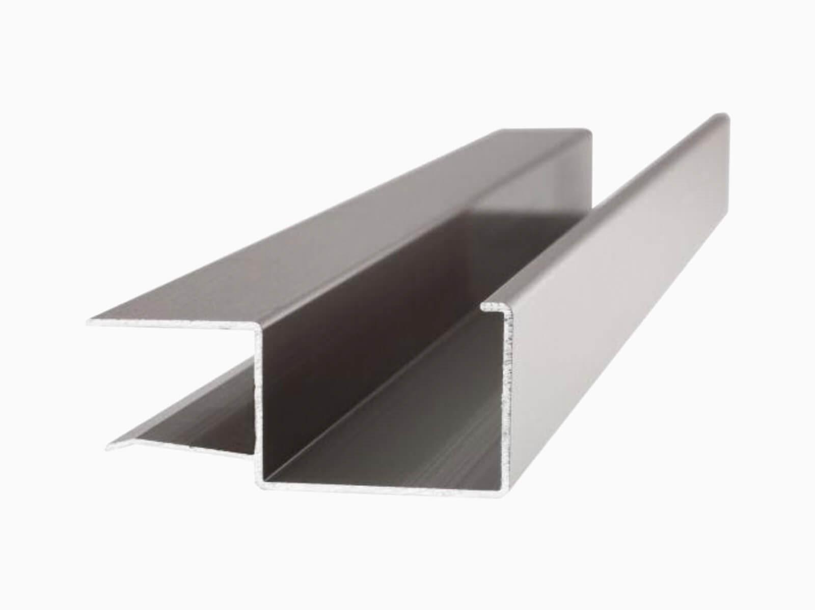 rinne-für-abgehängtes-vordach-mit-ablaufkanal