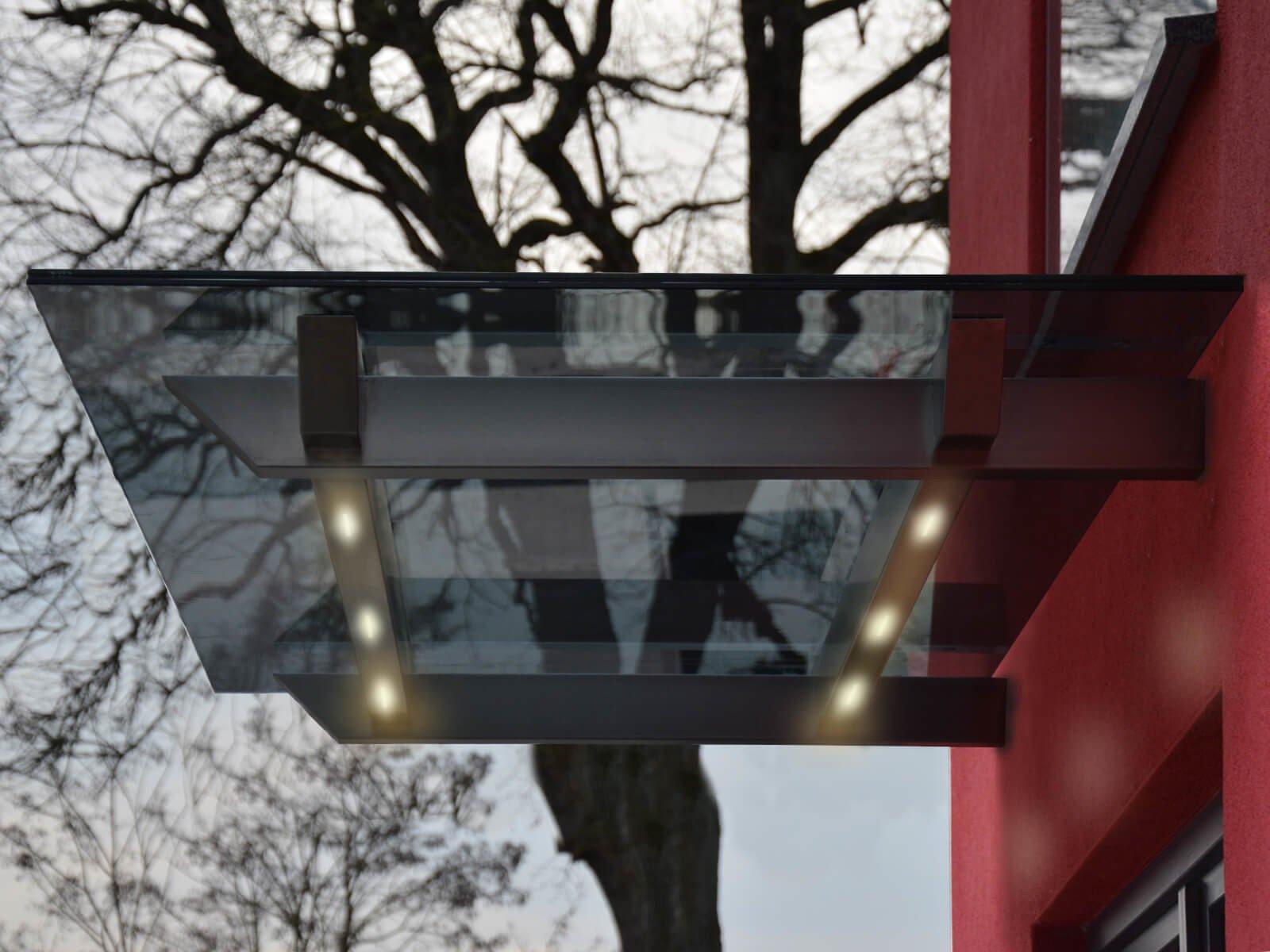 Glasvordach Skala mit Lichtern