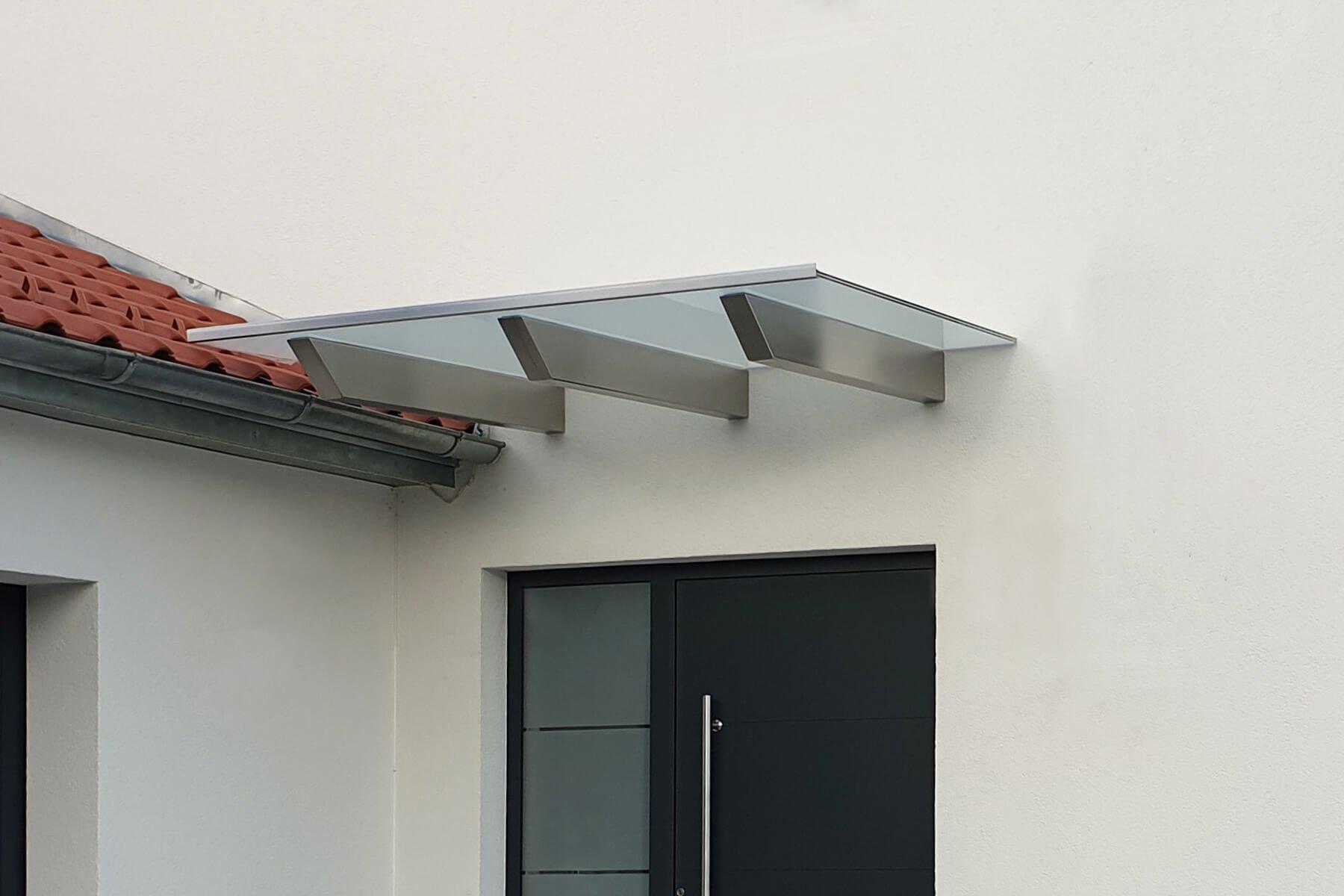 Skala Vordach Design mit satiniertem Glas