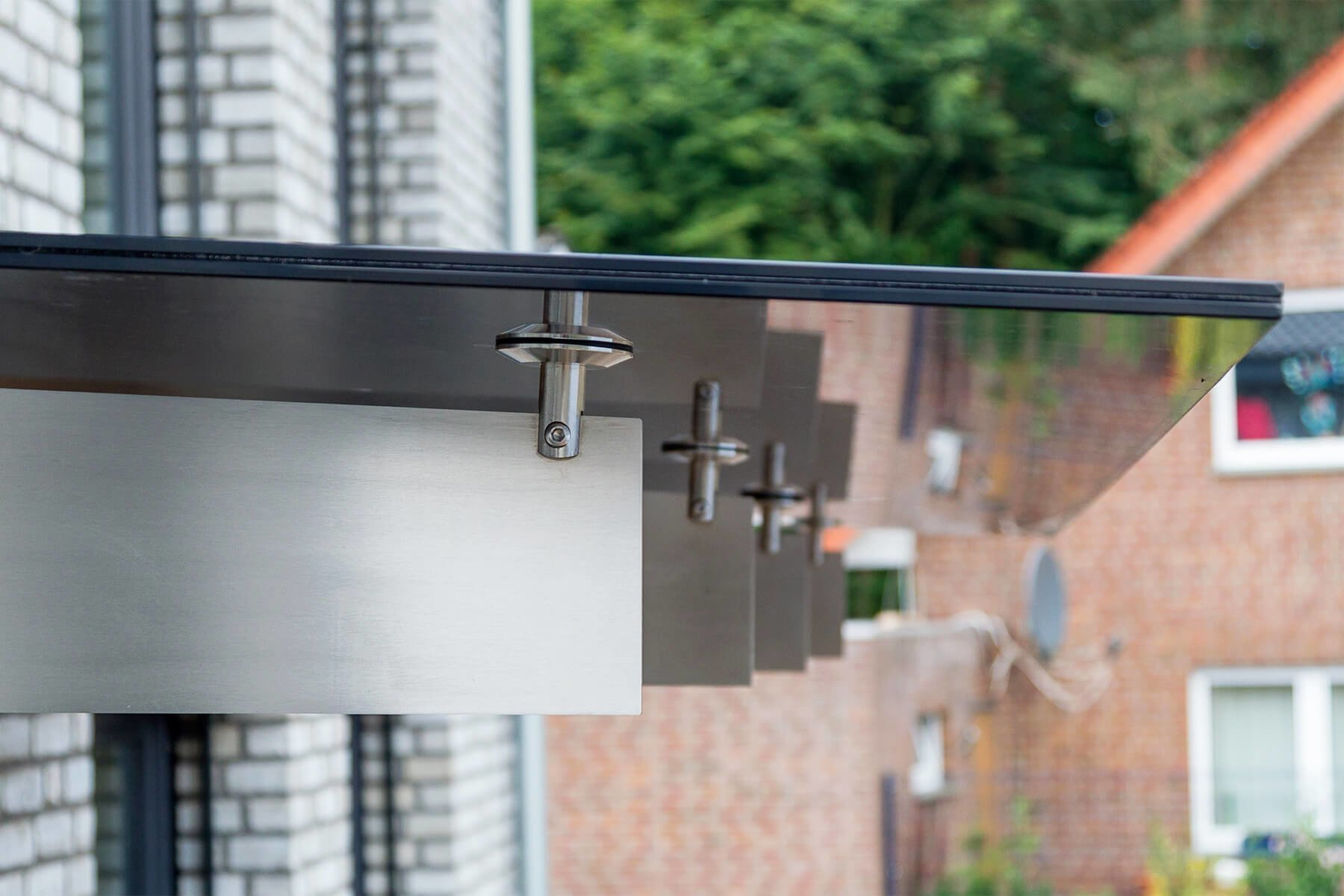 Spada Vordach Design mit dunklem Glas