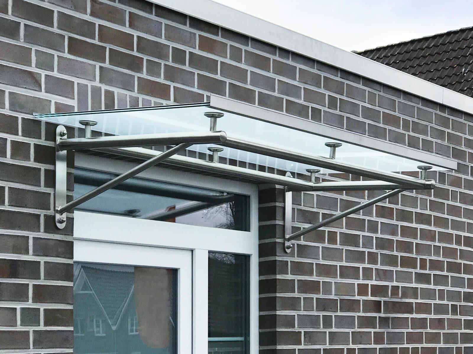 aluminium-regenrinne-an-vordach-trave