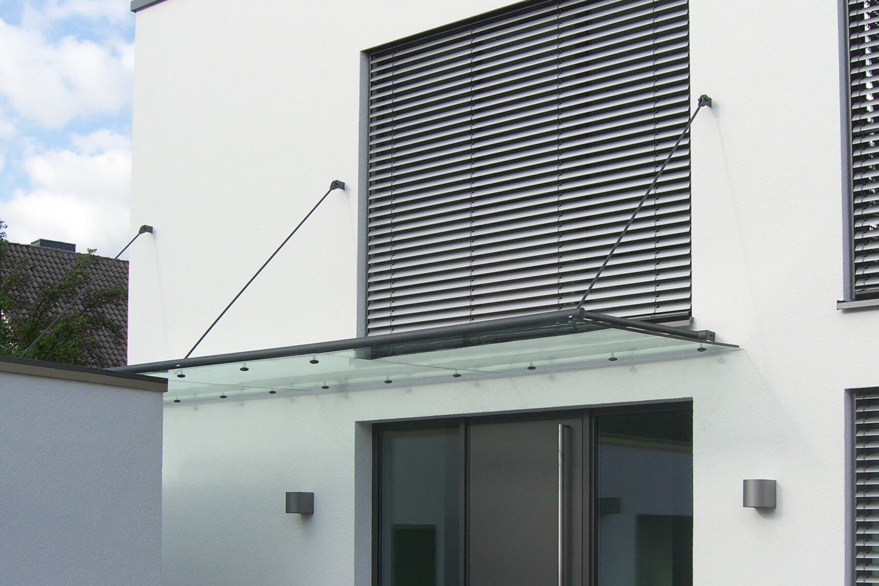 abgehängte-überdachung-mit-zughaltern-tubo