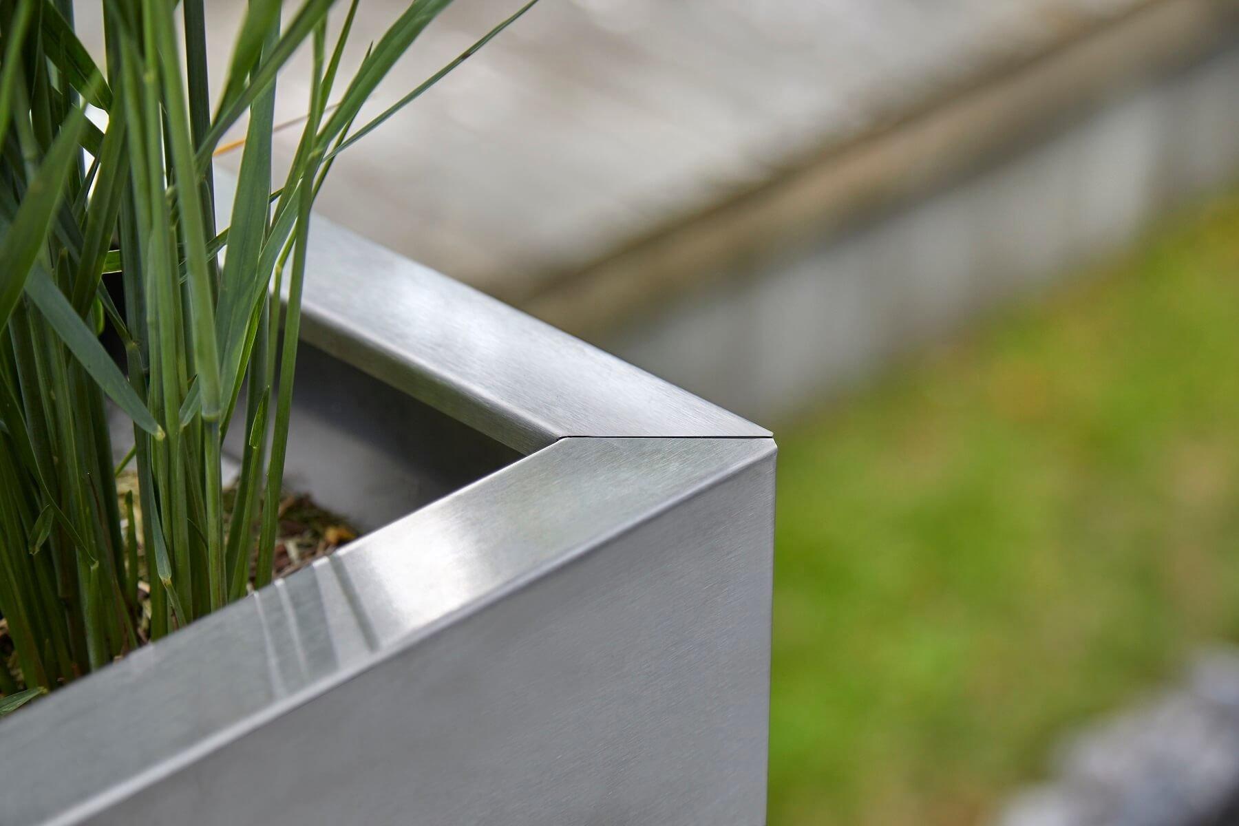 detailansicht-kante-von-pflanztopf-rechteckig
