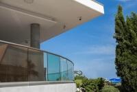 Ganzglasgelaender CLIP erhaeltlich im runden oder eckigem Design modern und elegant in der Optik