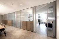 glas-trennwand-fürs-büro