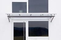 glas-vordach-auf-rohrrahmen-trave