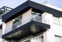 Glasbruestung Variante hochwertiges Design und Verarbeitungqualitaet ideal fuer moderne Aussenbereiche