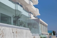 Glasgelaender CLIP zur bündig aufgesetzten Montage mit variabler Abdeckung