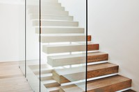 PUR Glastrennwand als Treppenverglasung