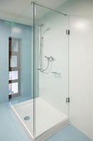 U-Form Dusche mit zwei Festteilen und großer Tür