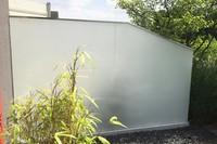 Wind-und-Sichtschutz-Perviento-mit-freitragender-ganzglasoptik